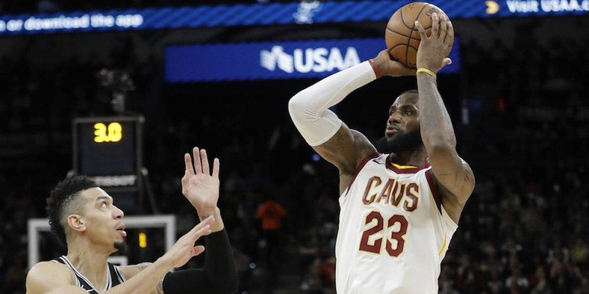 LeBron James se convirtió en el jugador más joven en llegar a 30 mil puntos