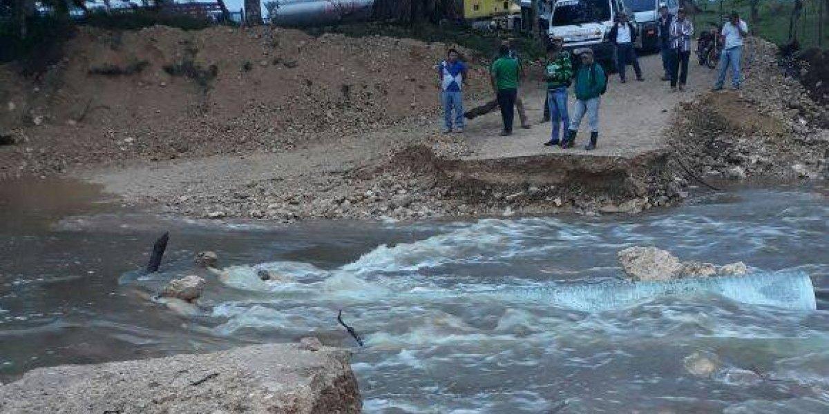 Lluvias generan colapso de paso tipo badén en Petén