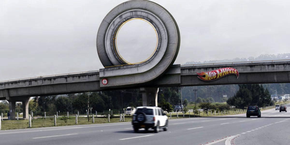 Publicidad de Hot-Wheels que produce ganas de hacer piruetas con el auto