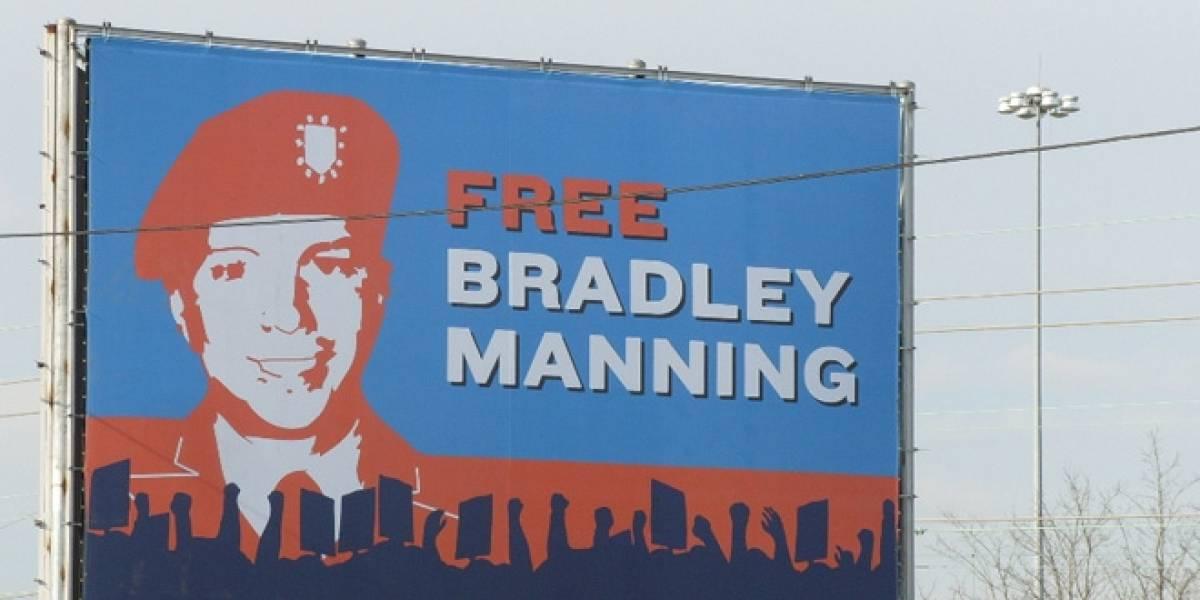 """Bradley Manning es formalmente acusado de """"ayudar al enemigo"""" en juicio por WikiLeaks"""