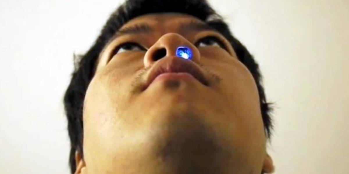 Ilumina tu fosa nasal con una estilosa luz azul LED