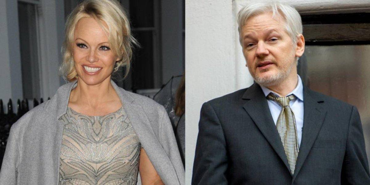 Pamela Anderson visita a Assange y lo ve como un genio