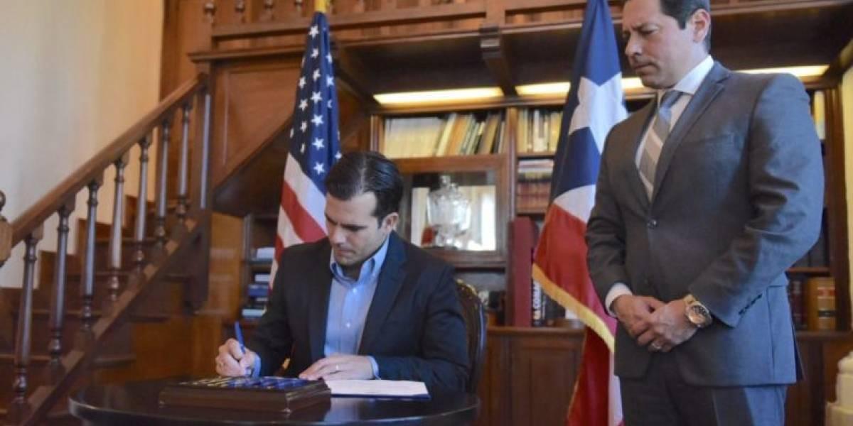 Gobernador convierte en ley medida para incluir cursos de lenguaje de señas en las escuelas
