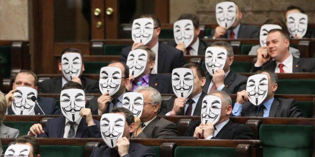 Políticos polacos usan máscaras de Anonymous para protestar contra ACTA