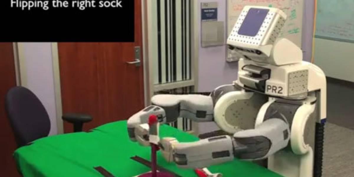 Robot PR2 ahora sabe parear calcetines (Video)