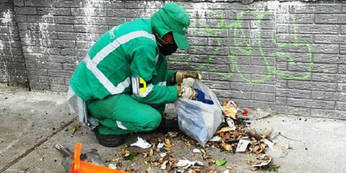 Si saca la basura el día y a la hora que no es tendría una multa económica