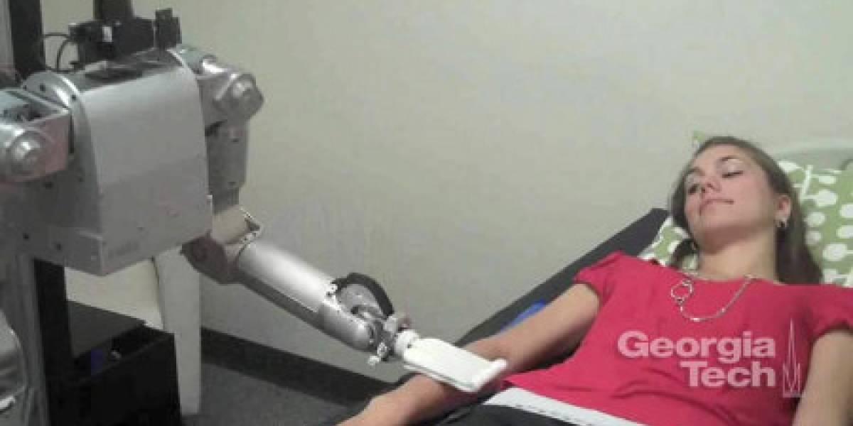 Estudio: Cómo reaccionan los humanos cuando los toca un robot