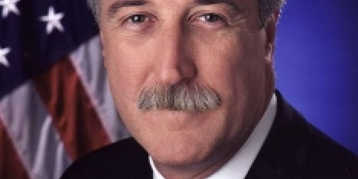 Ex administrador de la NASA logra sobrevivir en accidente aéreo