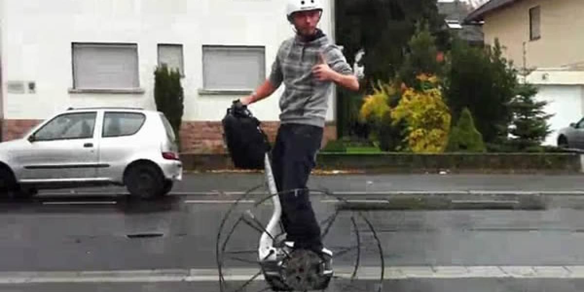 Segway alcanza temerarios 40 km/h sobre ruedas de carreta