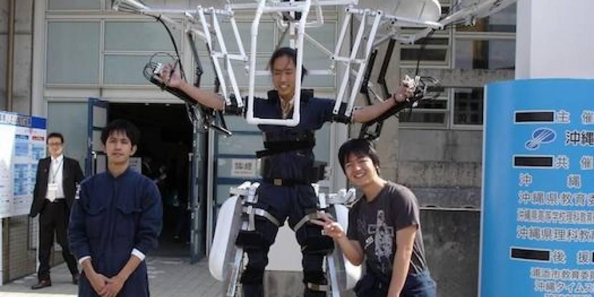 Estudiantes japoneses crean un mecha que funciona a energía humana