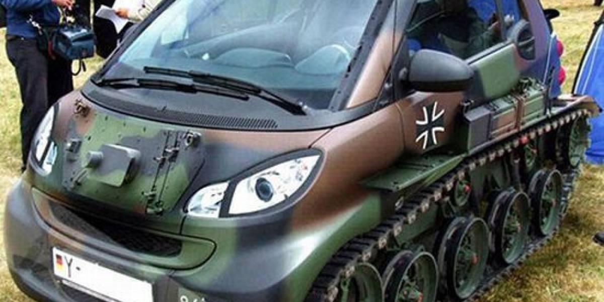 WTF: Convierten autos Smart en mini tanques