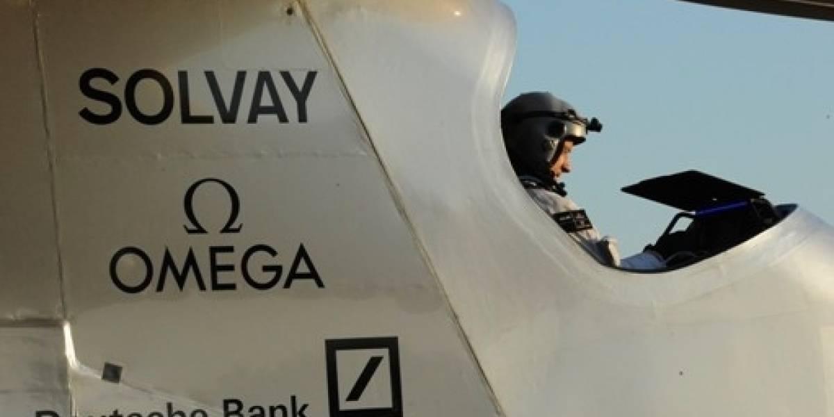 Avión solar realiza el primer vuelo de 24 horas