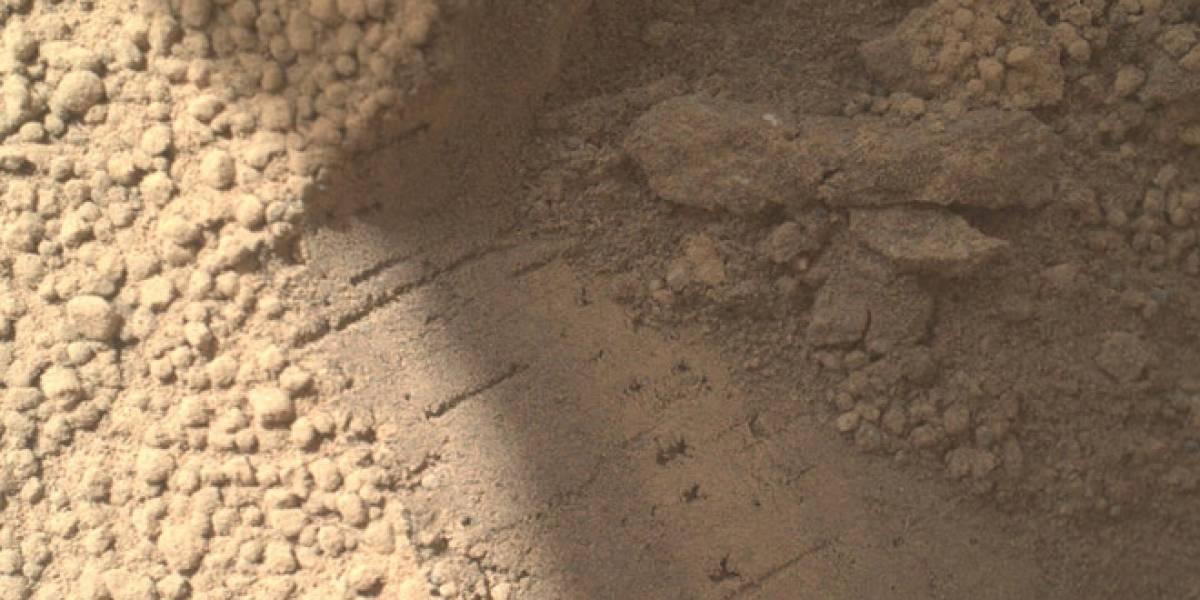 Curiosity descubre más partículas brillantes en el suelo marciano