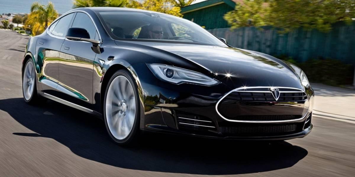 Tesla Motors muestra un sistema para cambiar las baterías de sus autos en 90 segundos