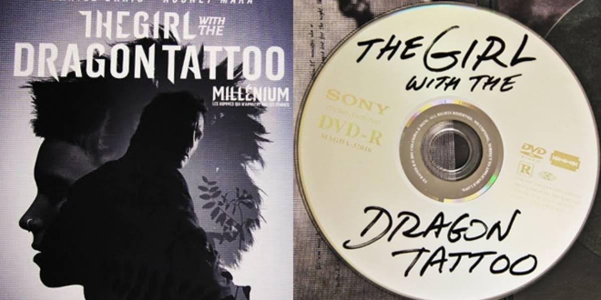 """Diseñan el arte del DVD """"The Girl with the Dragon Tattoo"""" como si fuera una copia pirata"""