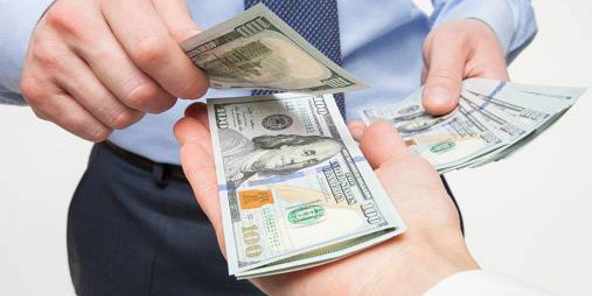 Dos compañías más anuncian bonos para sus empleados