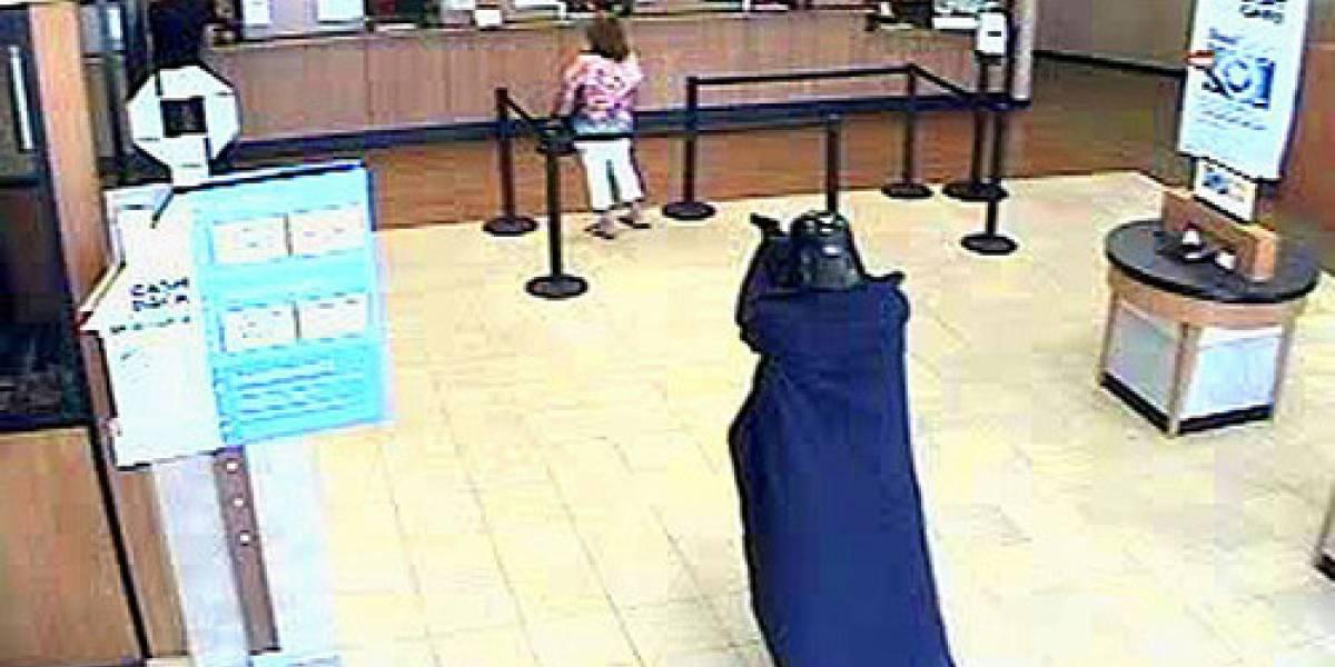 WTF? Darth Vader asaltando un banco