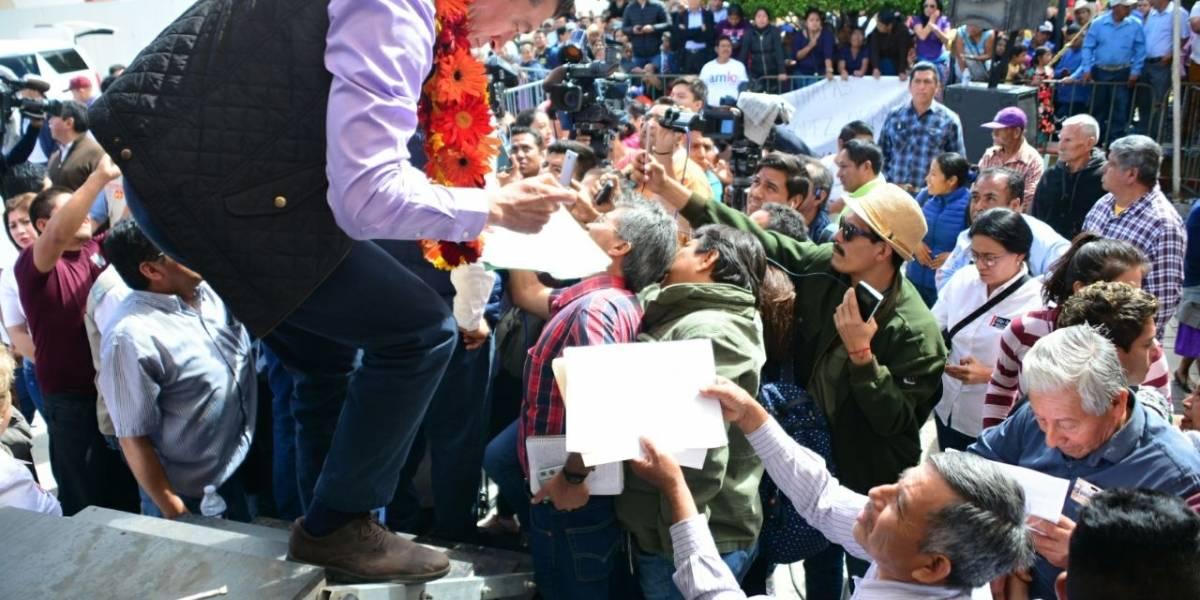 Invitan AMLO y Rutilio a no confiarse rumbo a las elecciones
