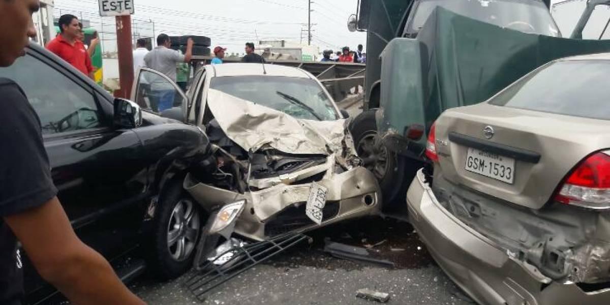 Accidente de tránsito múltiple dejó un herido en Guayaquil