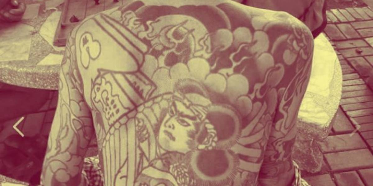 Ex jefe Yakuza prófugo de la justicia fue atrapado por fotos virales de sus tatuajes en Facebook