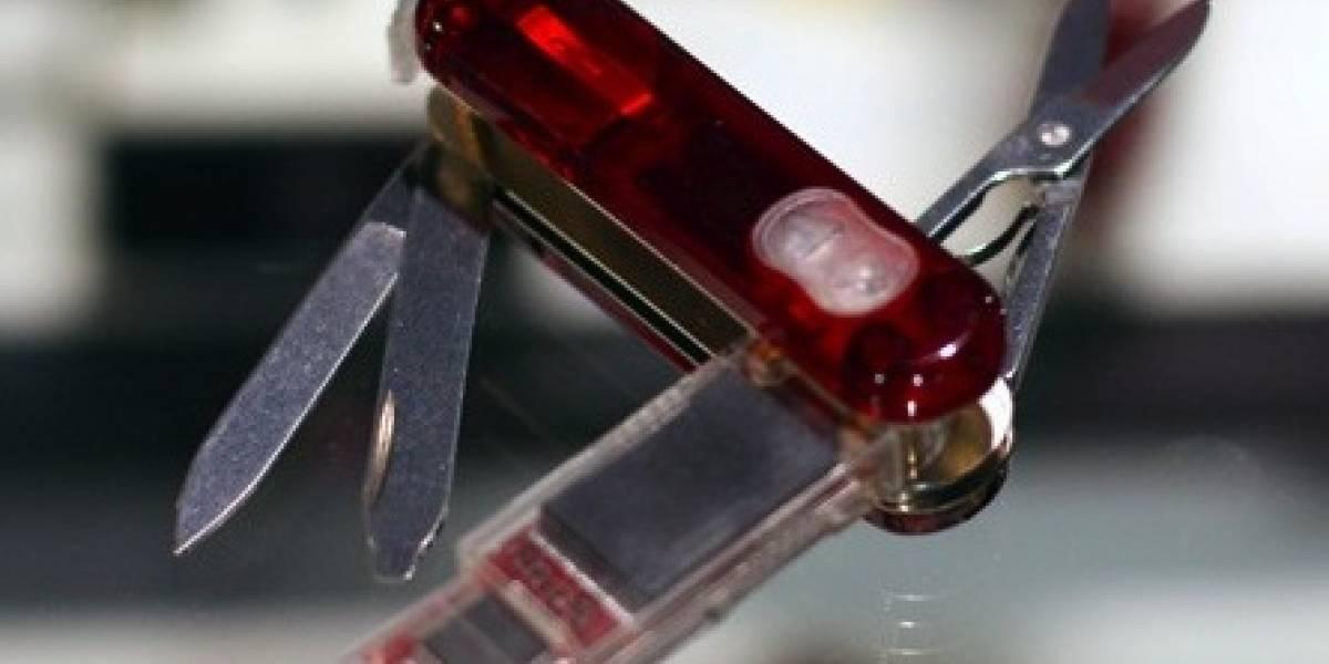 CES09: Navaja Victorinox con disco USB, puntero láser y Bluetooth