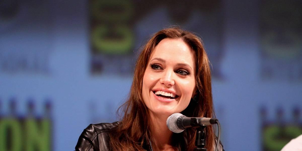 Examen genético motiva a Angelina Jolie a realizarse una doble mastectomía preventiva