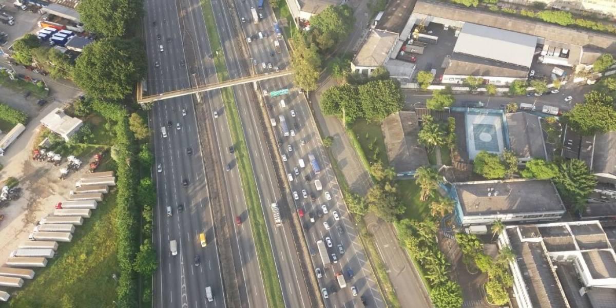 Uma pessoa morre em assalto a ônibus na via Dutra, no Rio