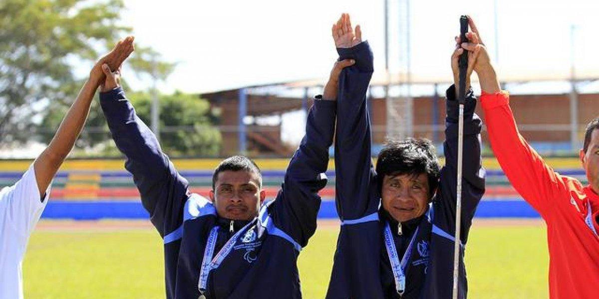 Raxón y González destacan en Managua