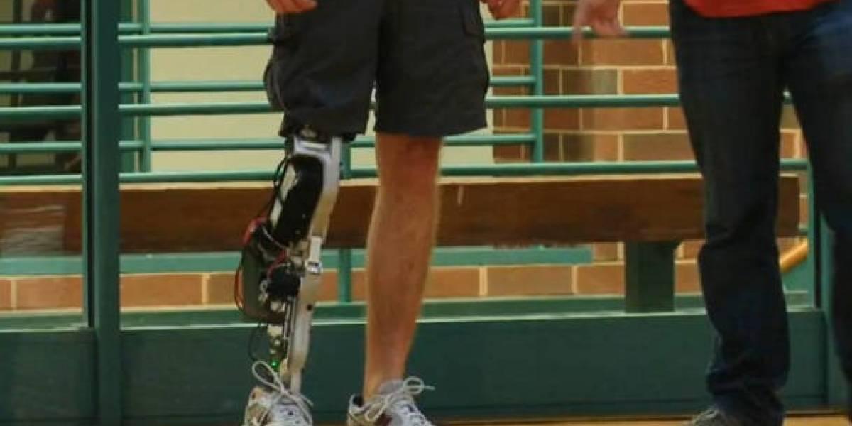 Crean pierna biónica con partes de smartphones