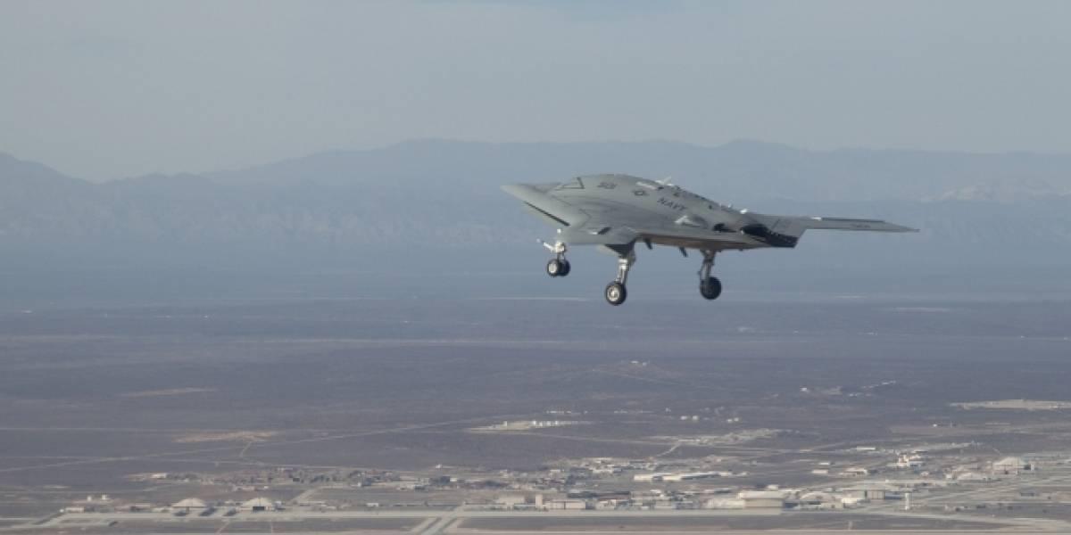 Bombardero a control remoto X-47B realiza su primer vuelo