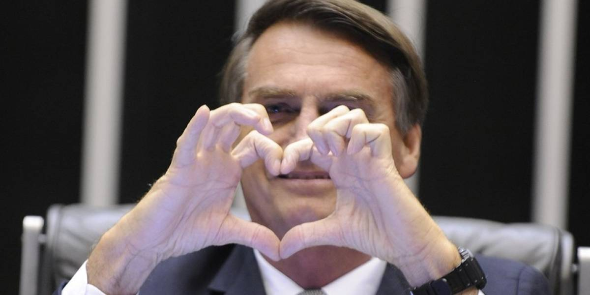 Bolsonaro lidera corrida presidencial em 1º e 2º turnos, diz pesquisa