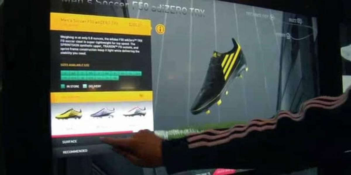 """Adidas rompe con el paradigma del """"vitrineo"""" con su muro virtual de zapatillas"""
