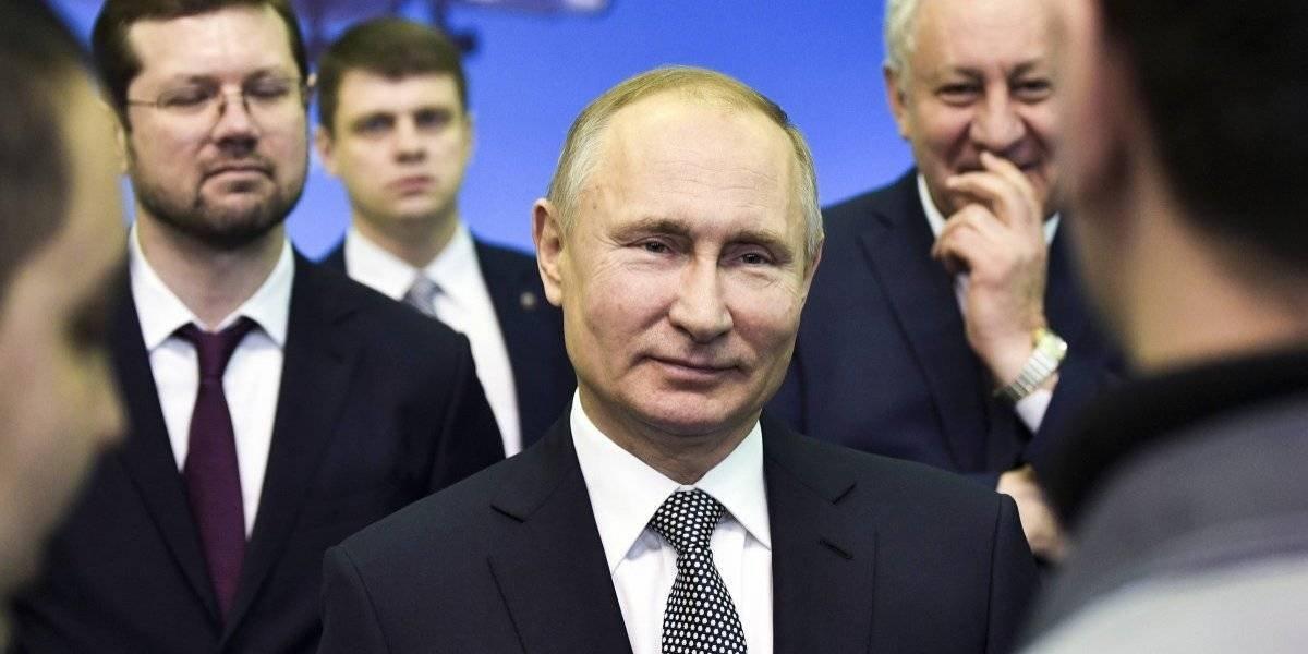 Putin elogia nuevo bombardero ruso