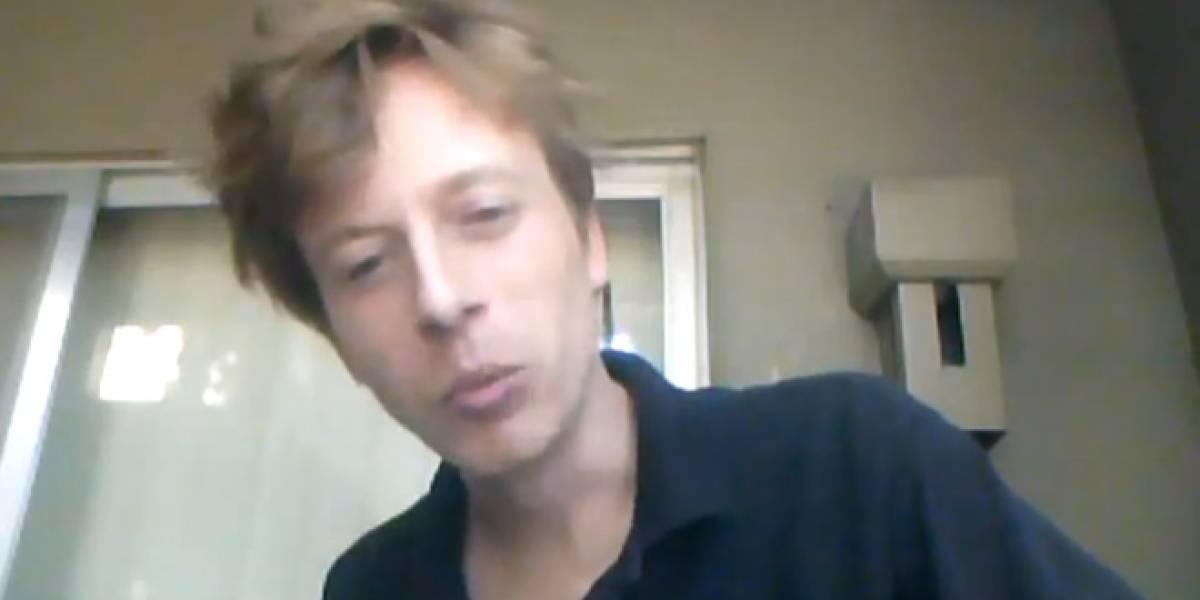 Arrestan a activista de Anonymous mientras chateaba en video