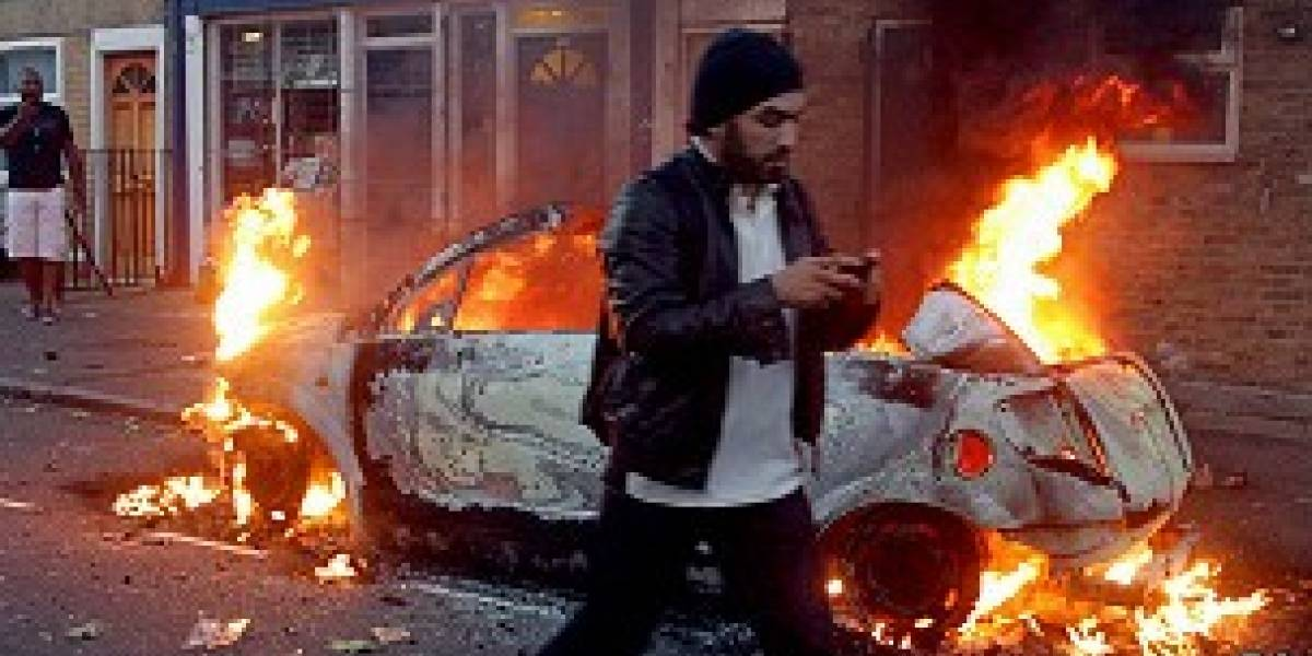 Adolescente es llevada a la justicia en el Reino Unido por usar BlackBerry Messenger en las protestas