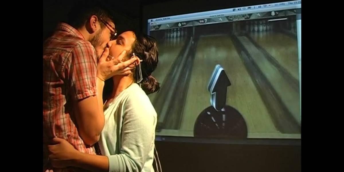 Ídola crea juego de bowling controlado por la lengua... dentro de otra boca