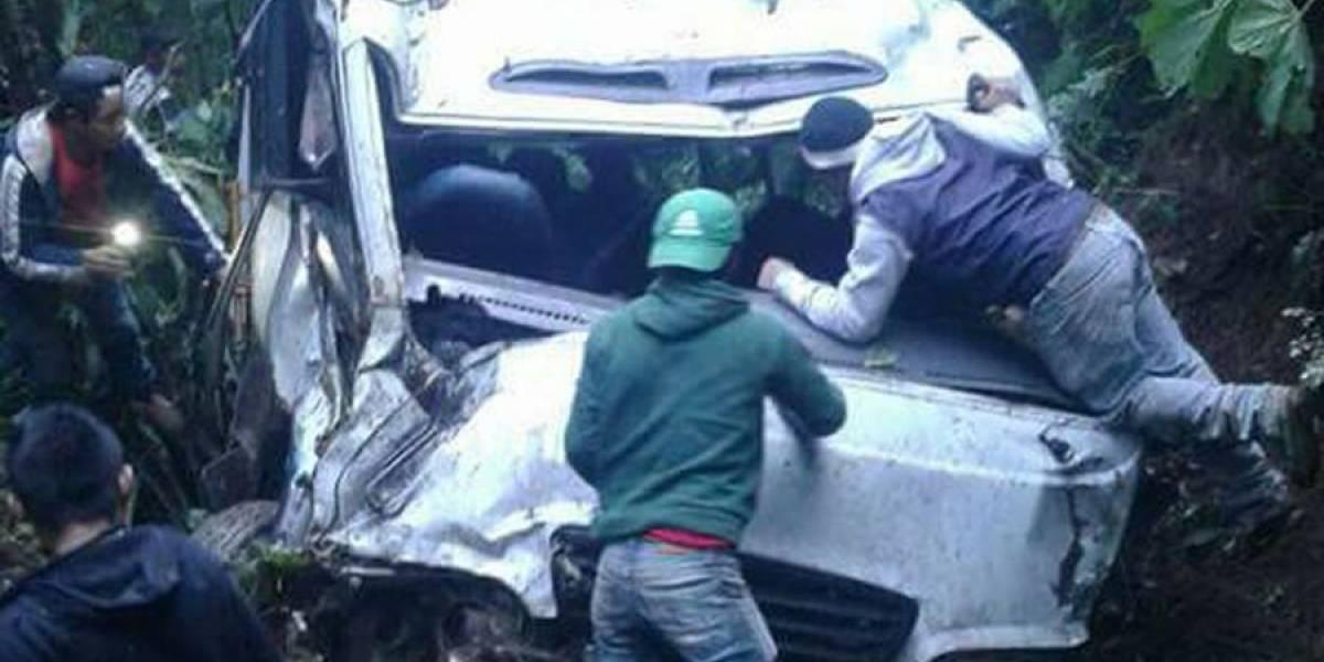 Bus que cae en barranco en Huehuetenango deja varios muertos