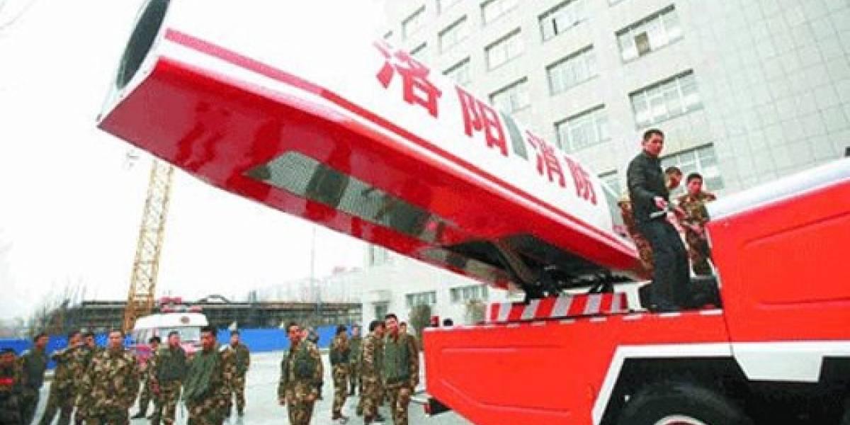 Bomberos chinos construyen cañón de agua gigante