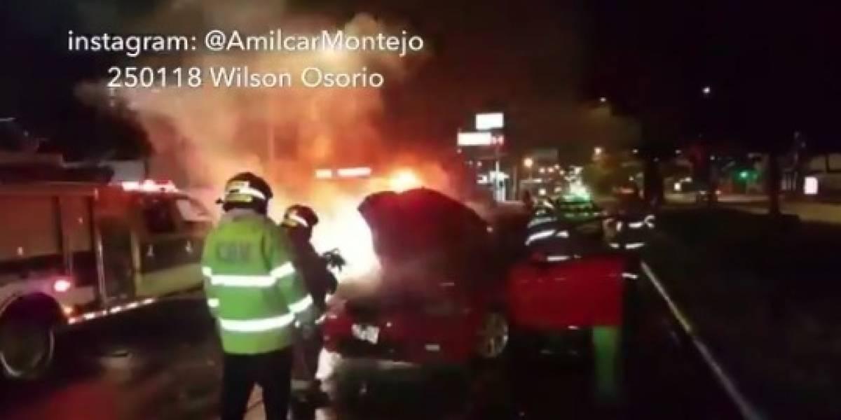 Se incendia vehículo en la calzada Roosevelt