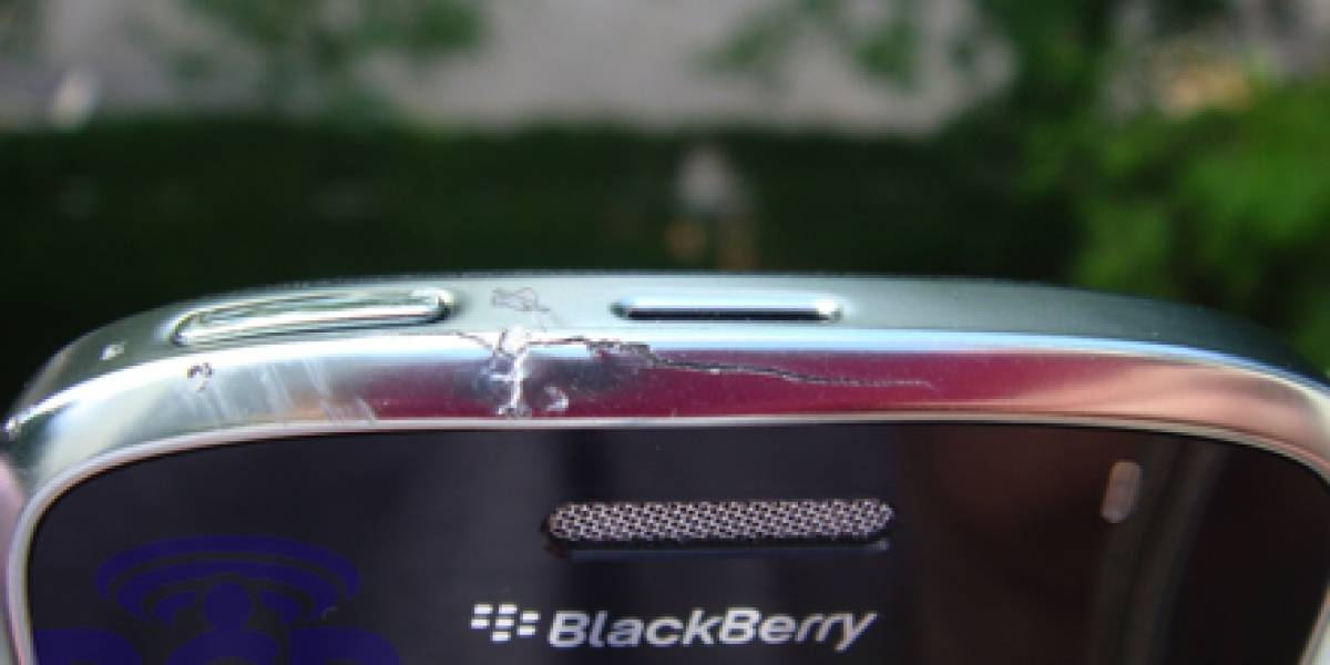 BlackBerry Bold vs. pavimento, pierde desastrosamente
