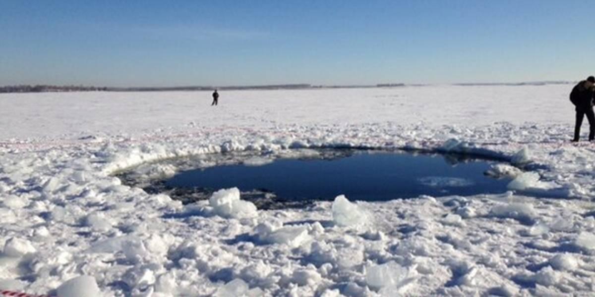 Militares rusos niegan haber atacado al meteorito, aparecen primeras imágenes de cráteres