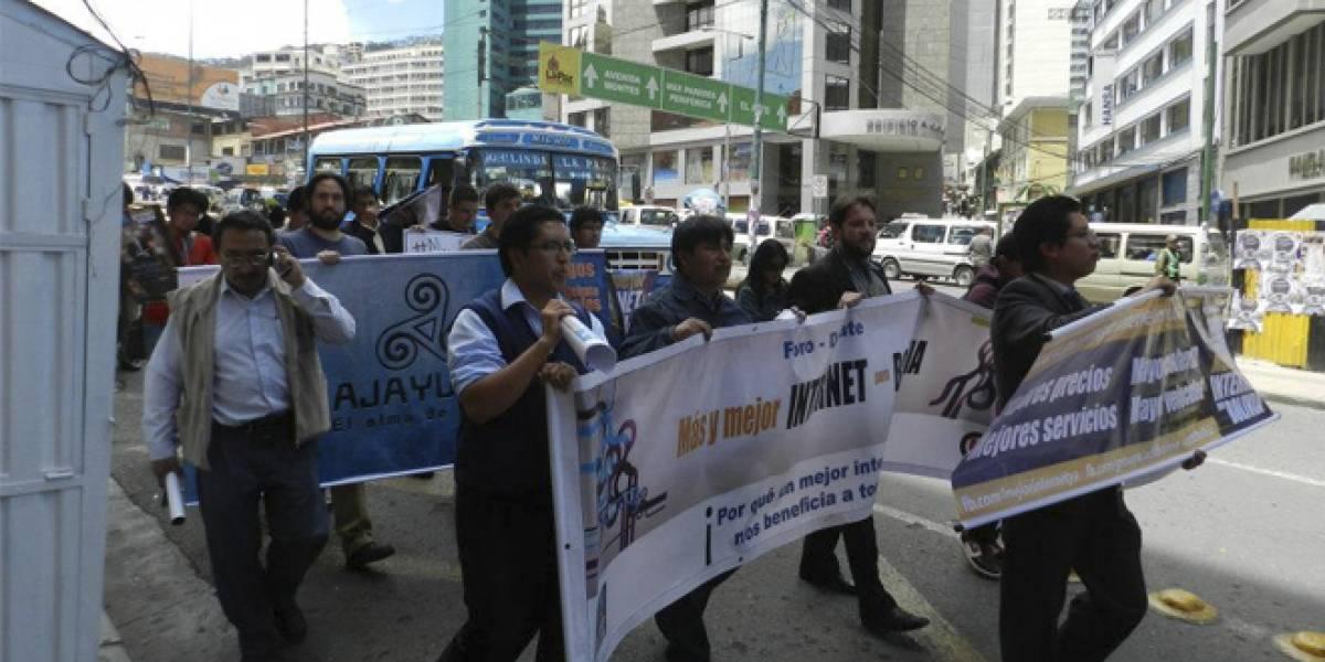 """Iniciativa ciudadana protesta para lograr """"Más y Mejor Internet para Bolivia"""""""