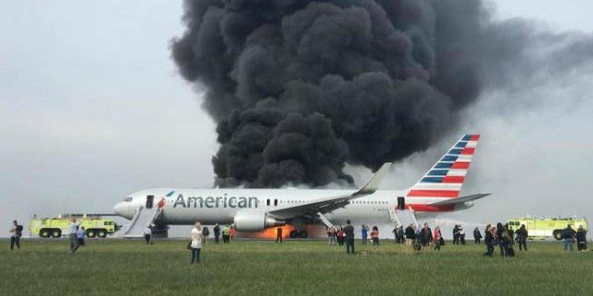 Avión se prende en llamas con 161 pasajeros abordo
