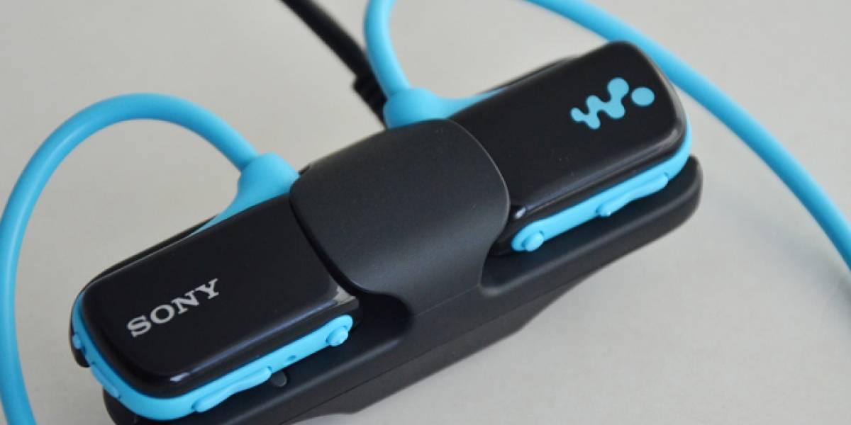Sony Walkman NWZ-W273, audífonos para nadar en la piscina [FW Labs]