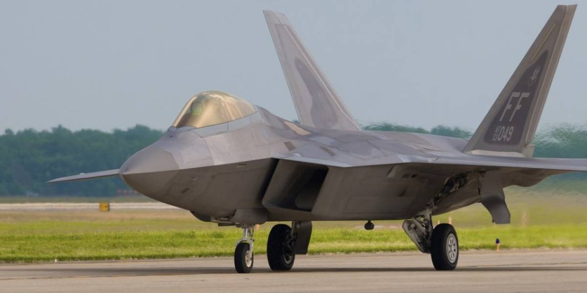 FIDAE 2010: F-22 Raptor haciendo de las suyas en cielos chilenos