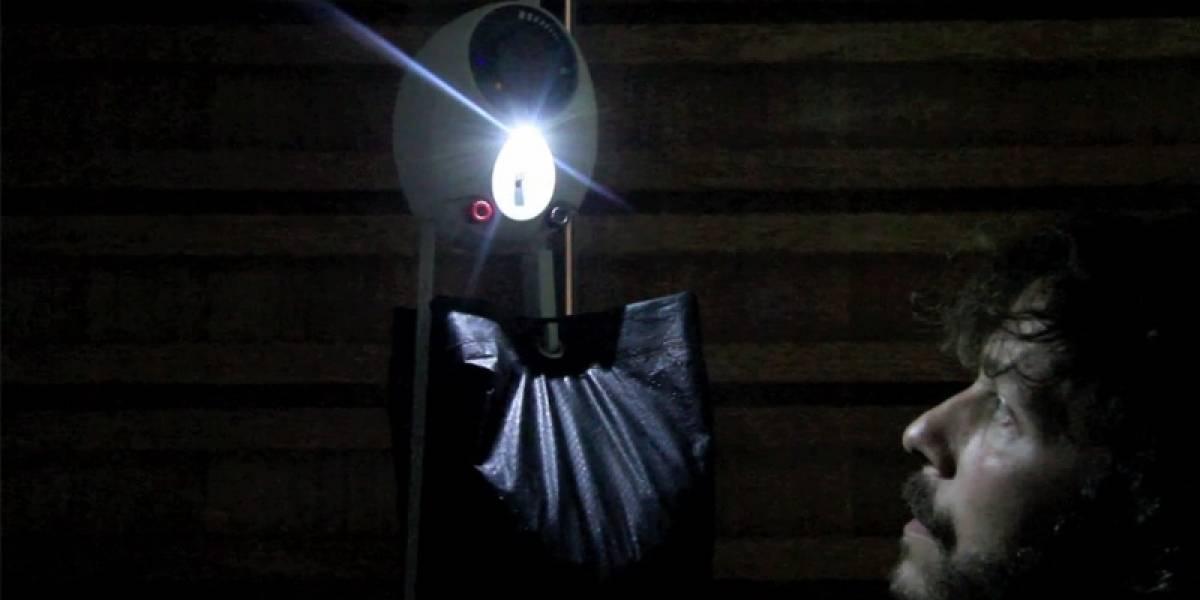 """Una lámpara """"a gravedad"""" busca entregar luz a países en desarrollo"""