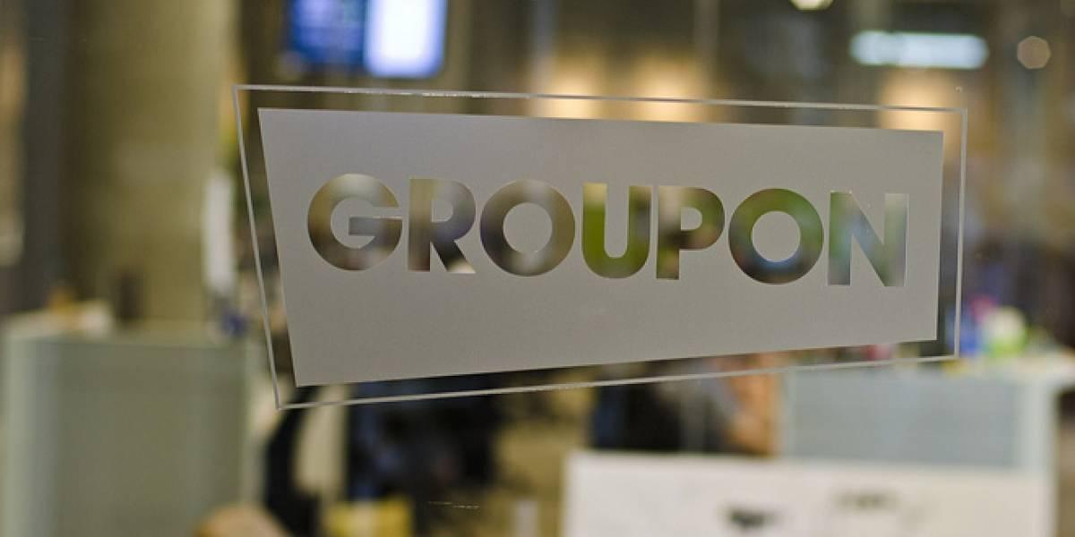 Groupon logra ganancias por primera vez, sus acciones igual se desploman