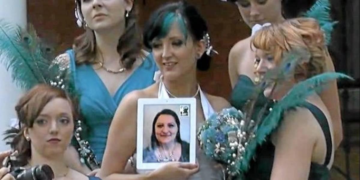 Dama de Honor asiste a boda por iPad