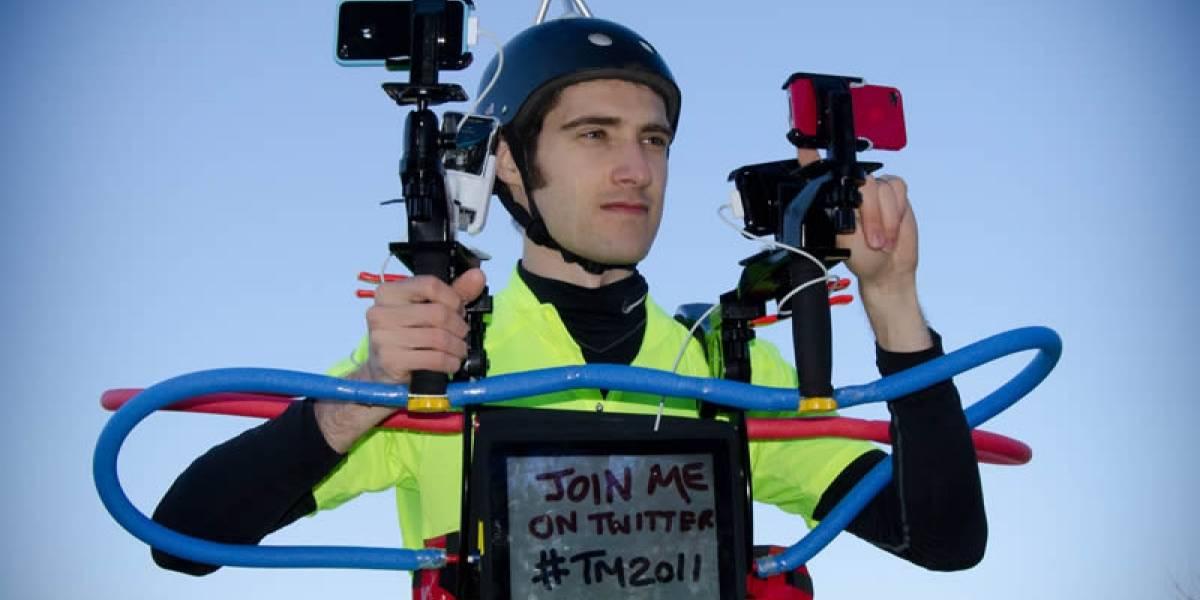 Este tipo correrá la Maratón de Tokio con ridículo armatoste para transmisión en vivo