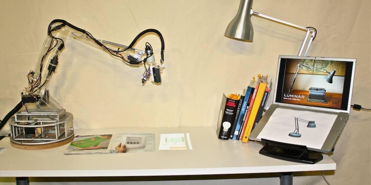 """LuminAR: Una """"lámpara"""" inteligente que transforma tu escritorio en una superficie interactiva"""